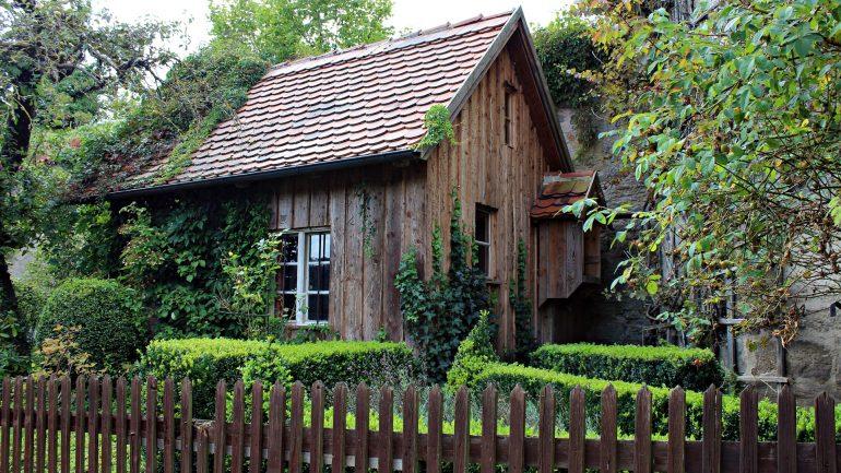 Každá pekná záhrada na chate či dvor musia mať aj pekné detaily