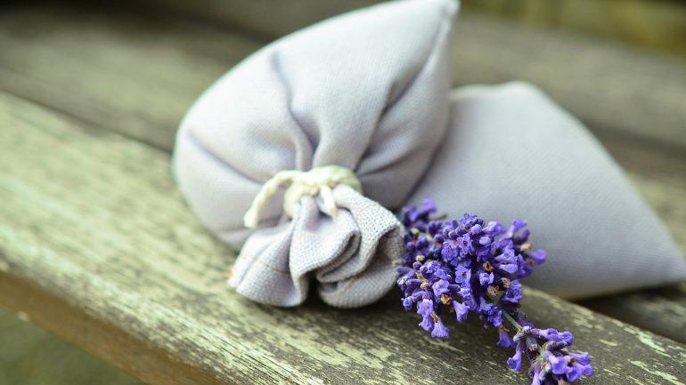 Ako si pripraviť bylinné vrecká do skrine?