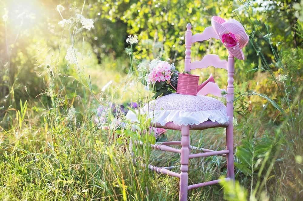 pink-chair-889695_1920