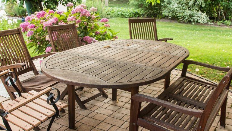 Ako sa starať o záhradný nábytok