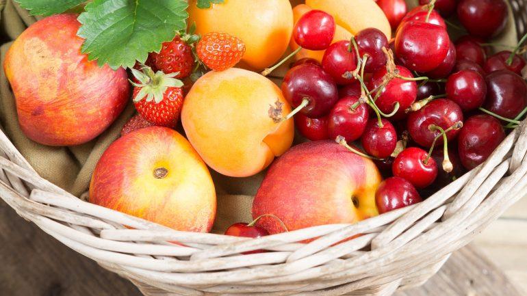 7 druhov ovocia z vašej záhrady, na ktoré by ste nemali zabúdať
