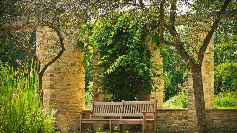 Vychutnajte si pohodu v záhrade na maximum! Ako správne umiestniť sedenie?