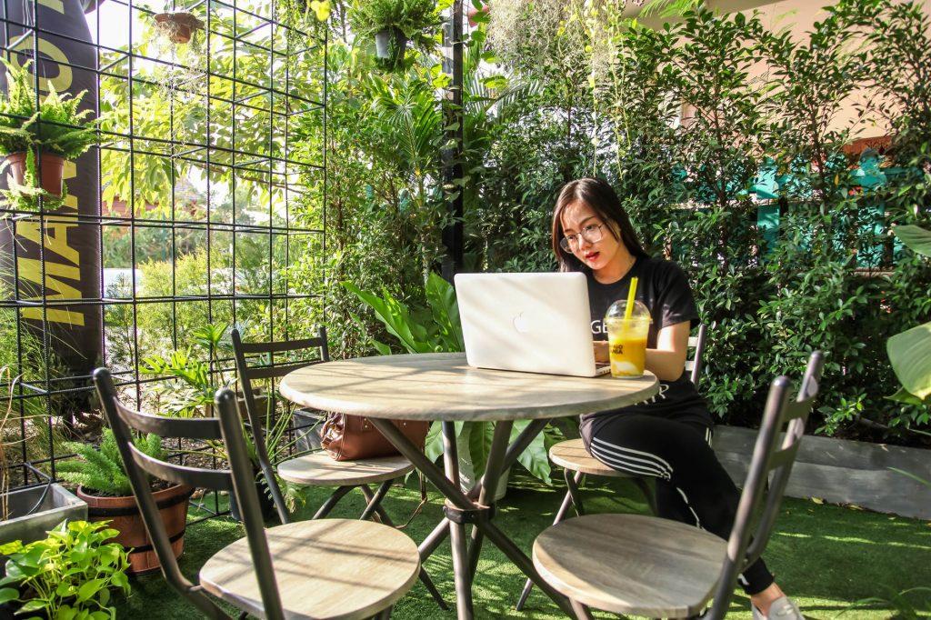 home office na záhrade