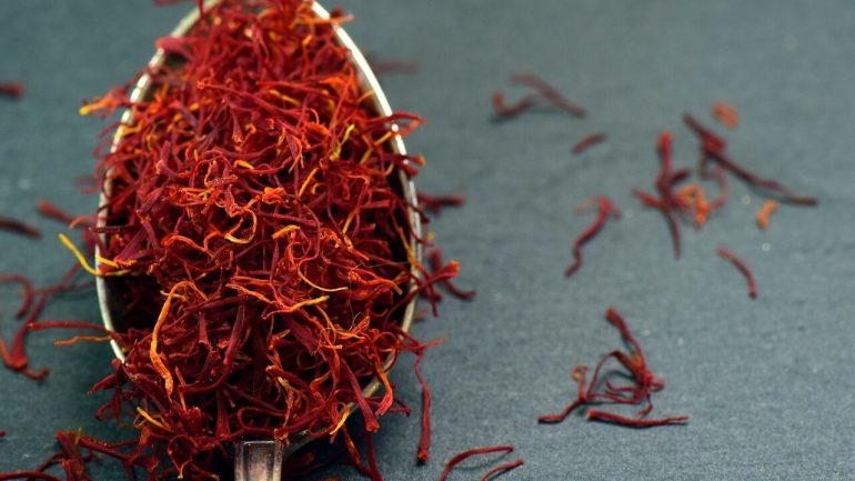 8 najzdravších korenín a byliniek, ktoré nahradia soľ či cukor