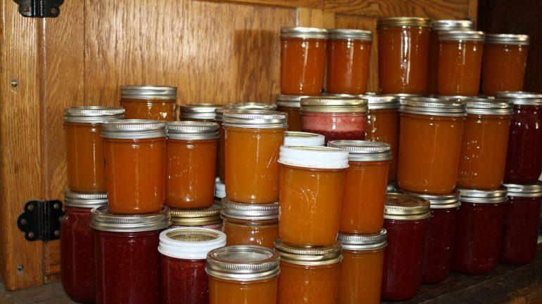 Egrešová marmeláda s malinami podľa receptu starej mamy