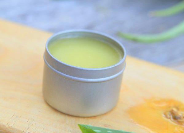 Liečivá masť z aloe vera na pokožku spálenú slnkom