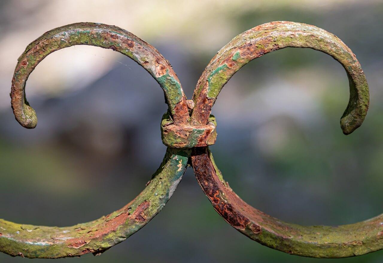 kov, brána