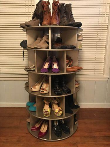 Kruhová polica na obuv