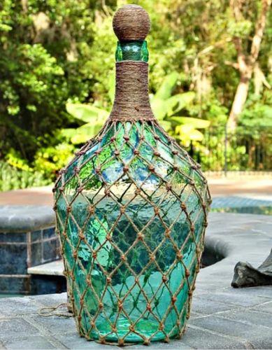 Pekná dekorácia z džbánu na víno