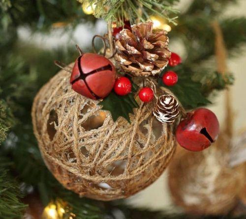 Vianočná guľa zo špagátu