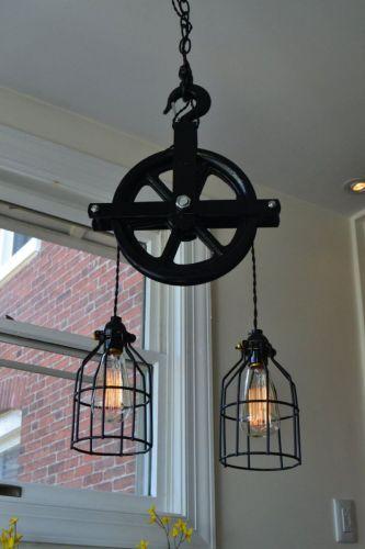 Kladka natretá čiernou farbou - originálna lampa na vašu chatu.