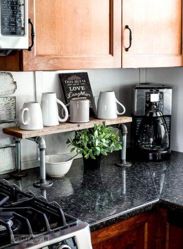 Aj takto sa dá využiť priestor na kuchynskej linke.