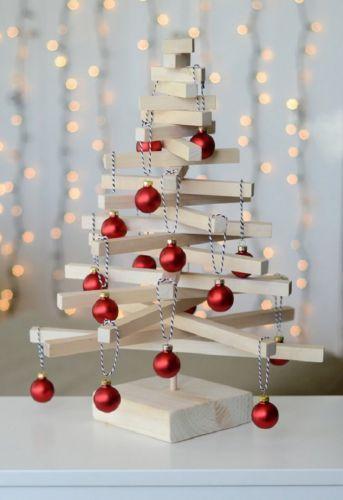 Moderný vianočný stromček na stôl