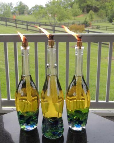 Záhradné svietniky - na dno fliaš dajte sklenené gulôčky, nalejte lampový olej a vložte knot.