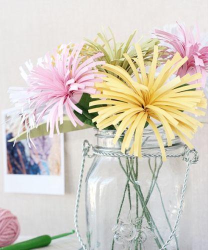 Kvety z nastrihaných pásikov.