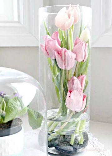 Tulipány vo vysokej váze