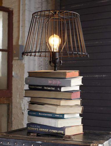 Lampa z kníh