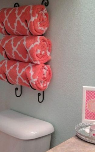 Praktický držiak na uteráky