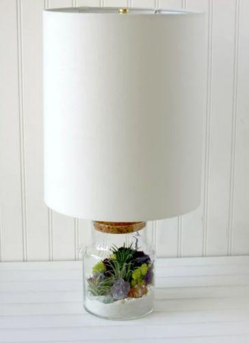 Lampa s akváriom.