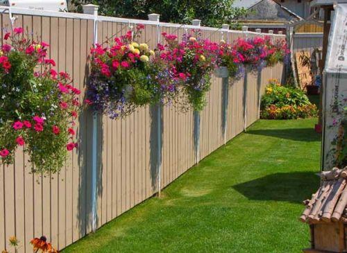Krásne vyzdobený plot.